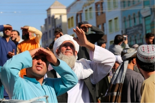 Талибы показательно повесили мертвеца