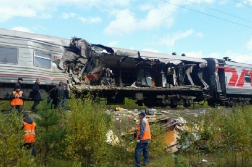 Катастрофа: самосвал против пассажирского поезда