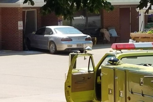 81-летняя автоледи наехала на группу престарелых
