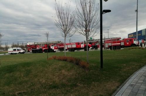 Эвакуировали тысячи покупателей