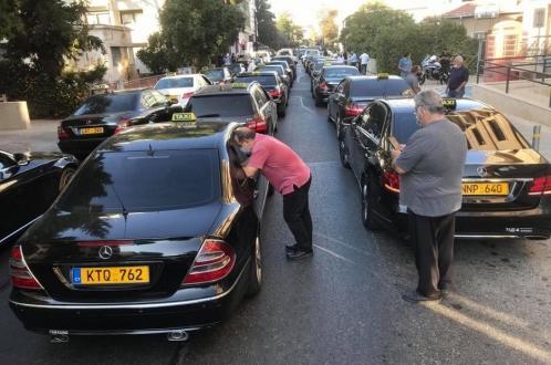 Таксисты возмущены правительством