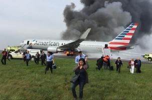 Пассажиры бежали с горящего самолета: подробности. Видео