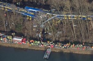 Лобовое столкновение поездов в Германии