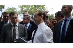 Медведев возмутил пенсионеров. Видео