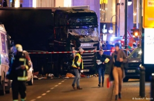 Грузовик задавил 9 человек в Берлине