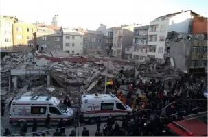 В Стамбуле рухнул аварийный «молодой» дом