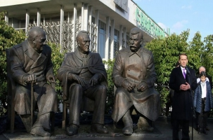 В Ялте открыт памятник «большой тройке»
