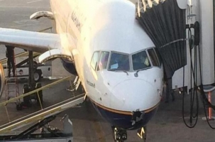 Самолет из Европы в США летел с дырой в обшивке