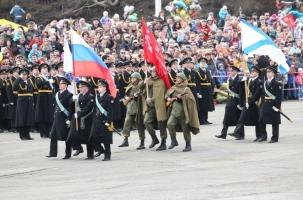 В Петропавловске-Камчатском состоялся военный парад и прошел «бессмертный полк»