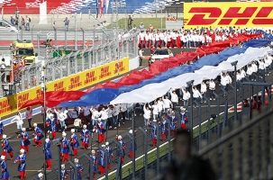 Владимир Путин вручил Хэмилтону кубок победителя этапа «Формулы-1»