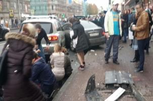 Неуправляемый Nissan сбил пешеходов