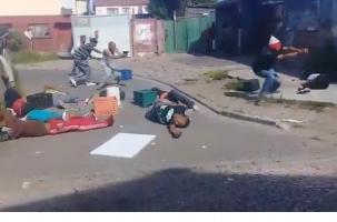 Банды Кейптауна объявили перемирие и стали волонтерами