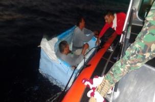 Рыбаков спасли военные и пенопласт