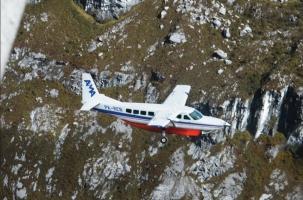 В Индонезии самолет врезался в гору