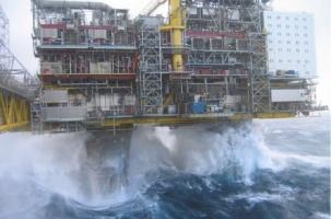 SOCAR эвакуирует нефтяников