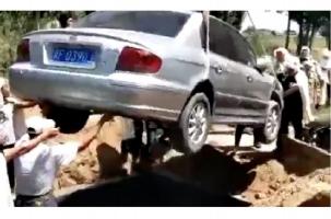 Китайца похоронили в его любимой машине