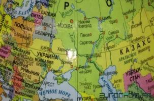 Глобус заблудился между Белоруссией и Россией