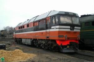 Пассажирский поезд въехал в локомотив
